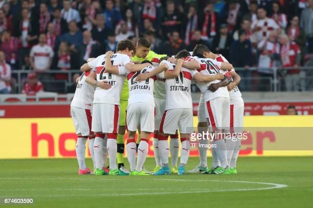 Players of Stuttgart machen einen Manschaftskreis during the Second Bundesliga match between VfB Stuttgart and 1 FC Union Berlin at MercedesBenz...