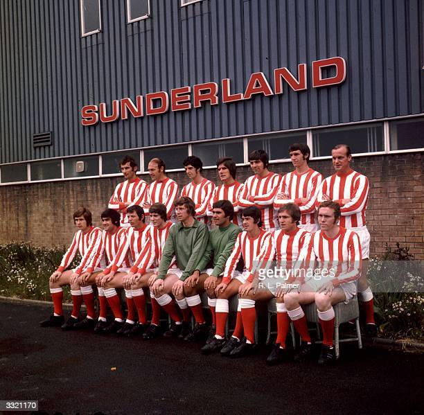 Players of Sunderland FC's first team group Back row Dick Malone Cecil Irwin Ritchie Pitt Brian Chambers Ian Porterfield Dave Watson and Gordon...