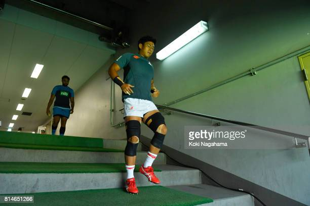 Players of sunwolves enter the pitch prior to the Super Rugby match between the Sunwolves and the Blues at Prince Chichibu Stadium on July 15 2017 in...