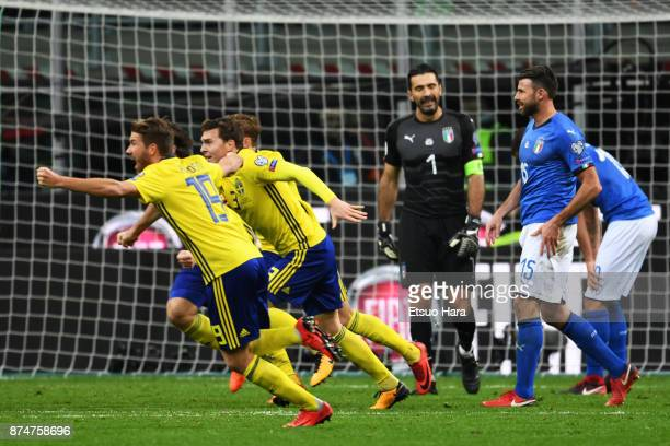 Players of Sweden celebrate the qualification for Russia at the final whistle in the FIFA 2018 World Cup Qualifier PlayOff Second Leg between Italy...