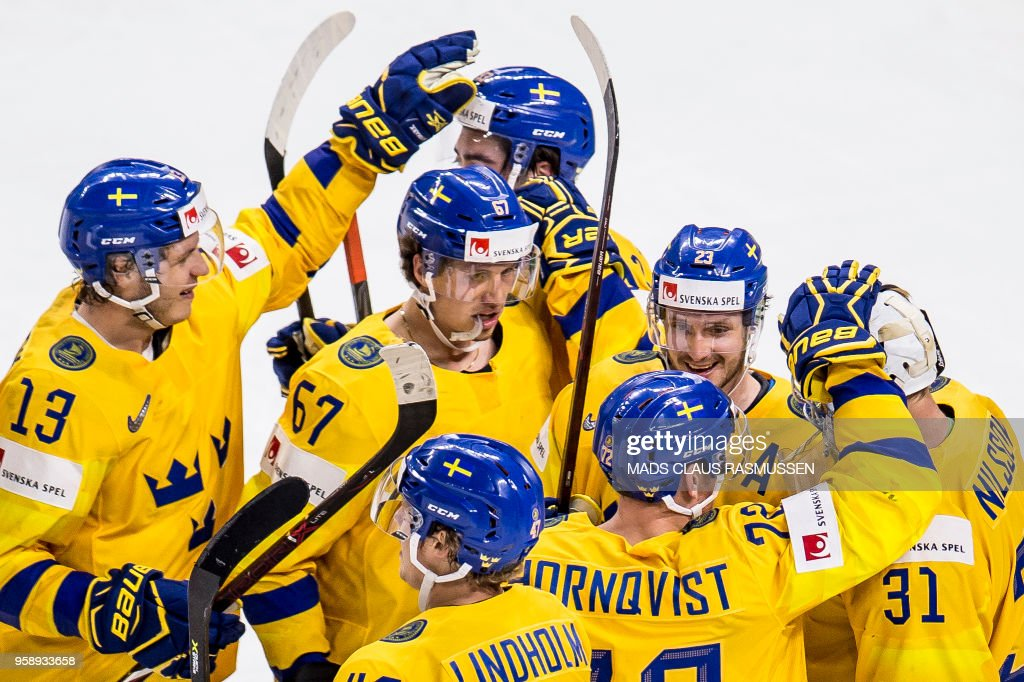 TOPSHOT - Players of Sweden celebrates after the IIHF World Championship group A ice hockey match between Russia and Sweden in Royal Arena in Copenhagen, on May 15, 2018. (Photo by Mads Claus Rasmussen / Ritzau Scanpix / AFP) / Denmark OUT