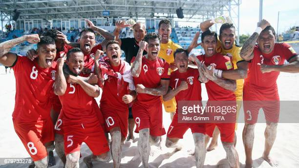 Players of Tahiti celebrate after winning the FIFA Beach Soccer World Cup Bahamas 2017 semi final match between Iran and Tahiti at National Beach...