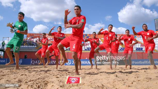 Players of Tahiti perform the Haka prior to the FIFA Beach Soccer World Cup Paraguay 2019 group B match between Tahiti and Mexico at Estadio...