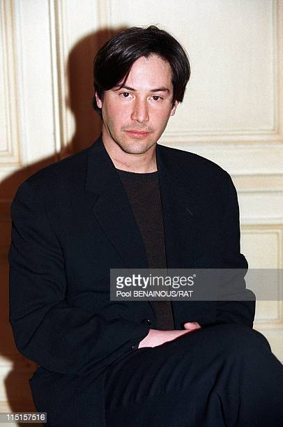 Players of the film L'associe du diable in Paris France on December 02 1997 Actor Keanu Reeves