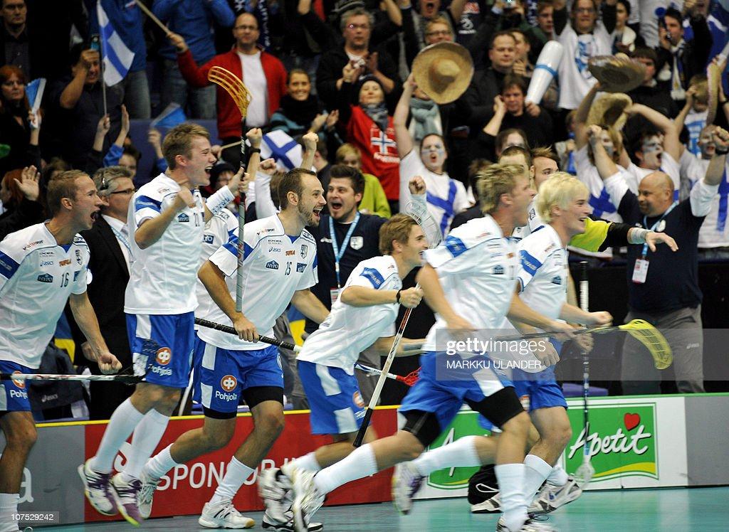 Players of  the Finnish team celebrates : News Photo