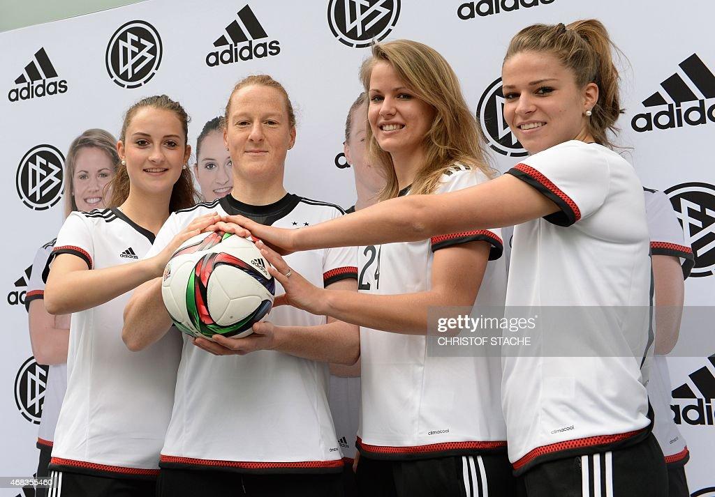 FBL-CANADA-WC2015-WOMEN-GER-WOMEN-JERSEY : News Photo