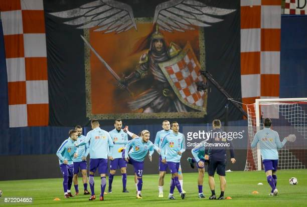 Players of the Greek national team warm up prior to the FIFA 2018 World Cup Qualifier PlayOff First Leg between Croatia and Greece at Stadion...