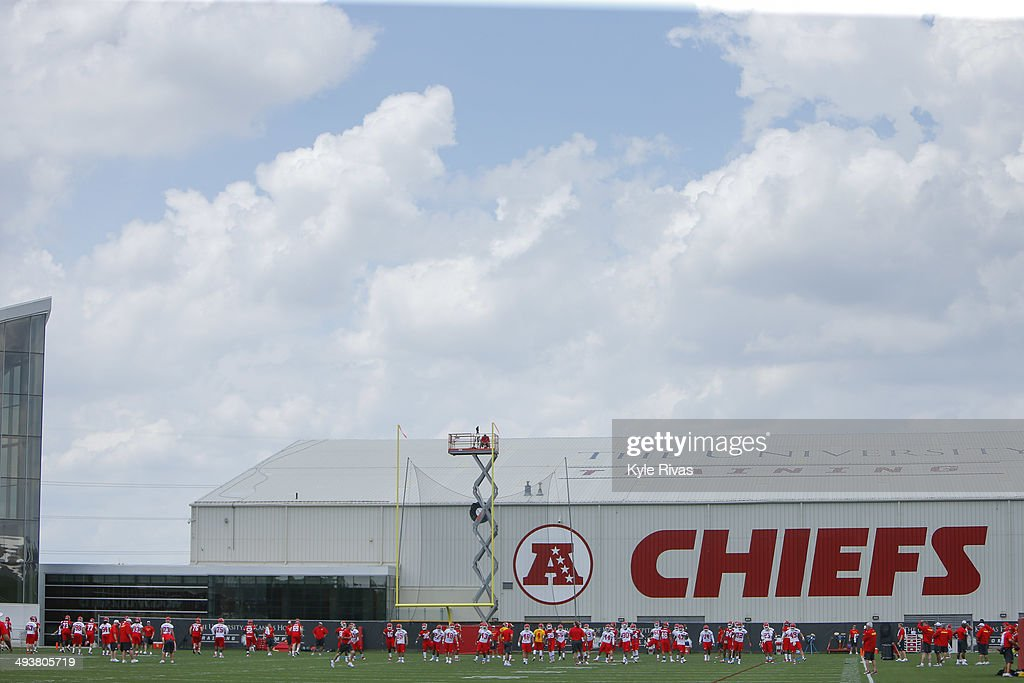 Players of the Kansas City Chiefs participate in drills during the Rookie Minicamp May 25, 2014 at the Chiefs Training Facility in Kansas City, Missouri.
