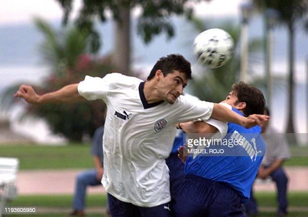 Players of the Paraguayan soccer team Carlos Espinola heads the ball during a practice 25 April 2000 in Santo Bernardino Paraguay El jugador de la...