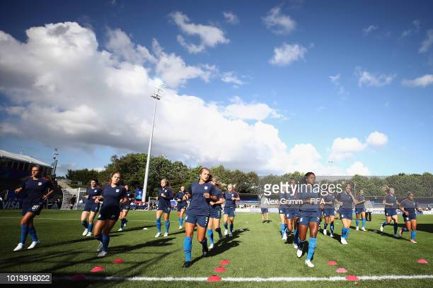 Players of the United States warm up for the FIFA U20 Women's World Cup France 2018 group C match between USA and Paraguay at Stade GuyPiriou on...
