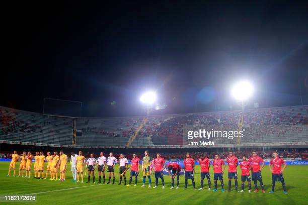 Players of Tigres and Veracruz during the 14th round match between Veracruz and Tigres UANL as part of the Torneo Apertura 2019 Liga MX at Luis...