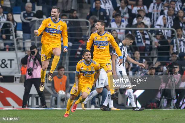 Players of Tigres celebrate after winning the second leg of the Torneo Apertura 2017 Liga MX final between Monterrey and Tigres UANL at BBVA Bancomer...