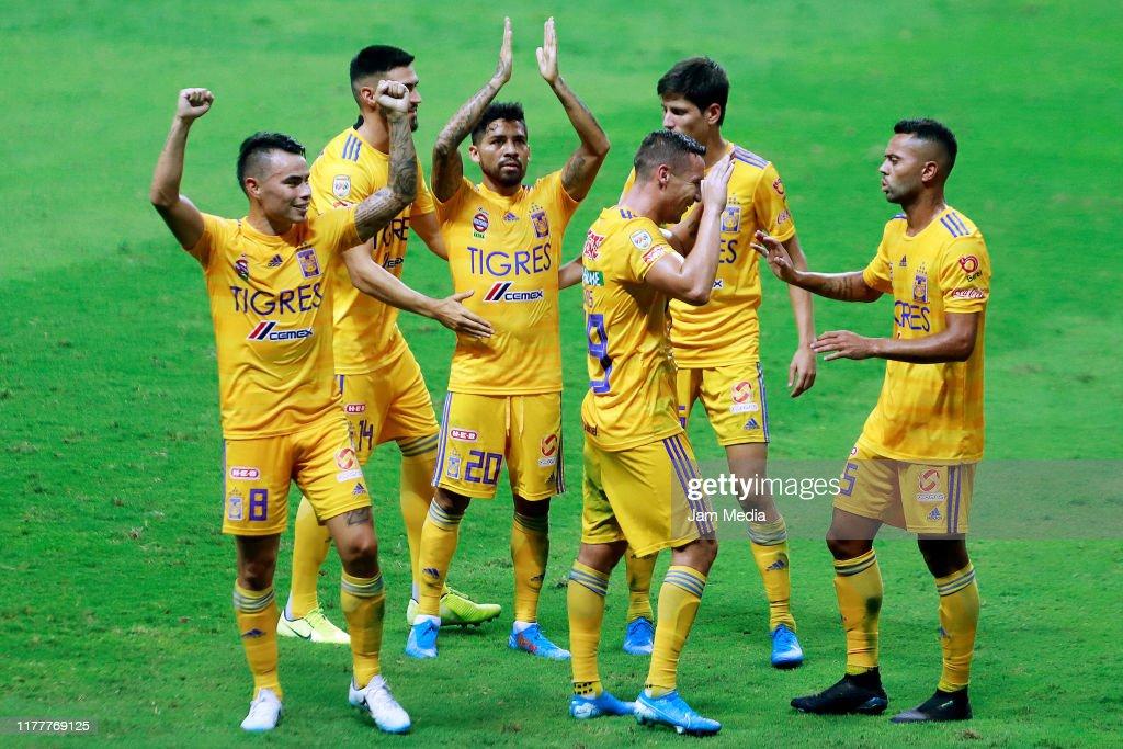 Monterrey v Tigres UANL - Torneo Apertura 2019 Liga MX : Fotografía de noticias