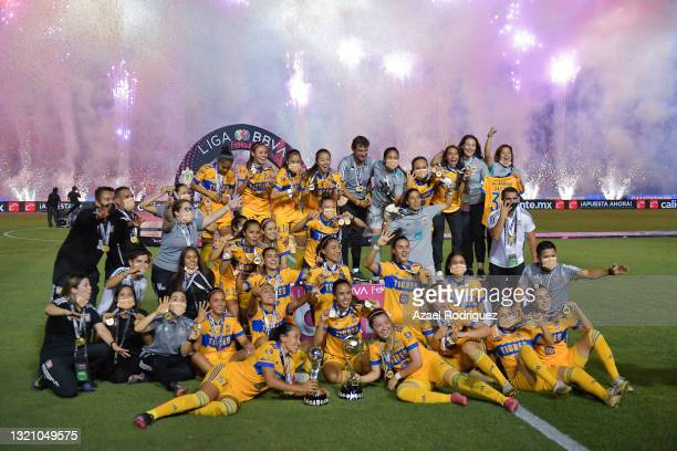 Players of Tigres celebrate with the trophy after winning the Final second leg match between Tigres UANL and Chivas as part of the Torneo Guard1anes...