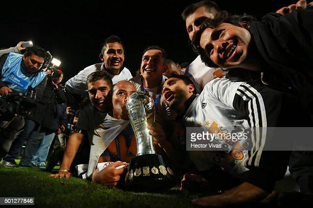 Players of Tigres celebrate with the trophy after winning the final second leg match between Pumas UNAM and Tigres UANL as part of the Apertura 2015...