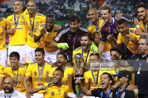 Players of Tigres celebrates with the Championship Trophy after the final second leg match between Leon and Tigres UANL as part of the Torneo...