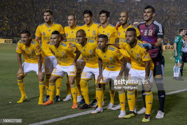 ea24d81bf71 Players of Tigres pose prior the 1st round match between Tigres UANL and  Leon as part