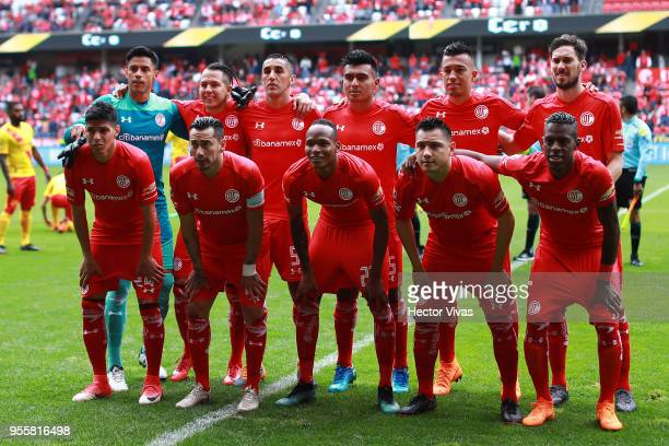 Players of Toluca pose during the quarter finals second leg match between Toluca and Morelia as part of the Torneo Clausura 2018 Liga MX at Nemesio...