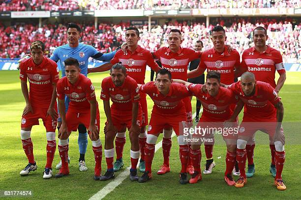 Players of Toluca pose for a team photo prior to the 2nd round match between Toluca and America as part of the Torneo Clausura 2017 Liga MX at...
