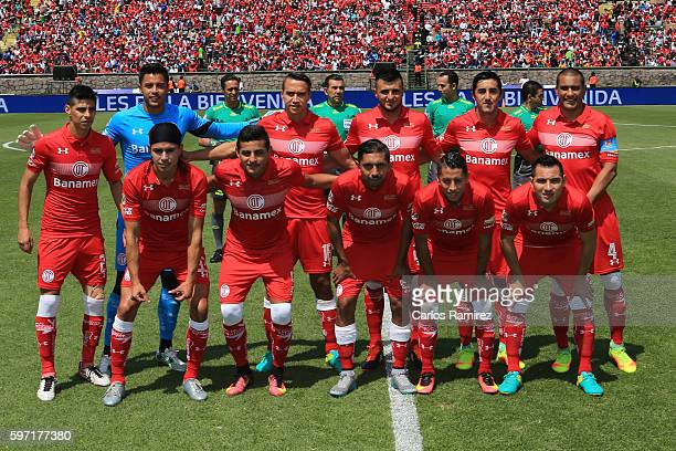 Players of Toluca pose for a team picture before the 7th round match between Toluca and Morelia as part of the Torneo Apertura 2016 Liga MX at...