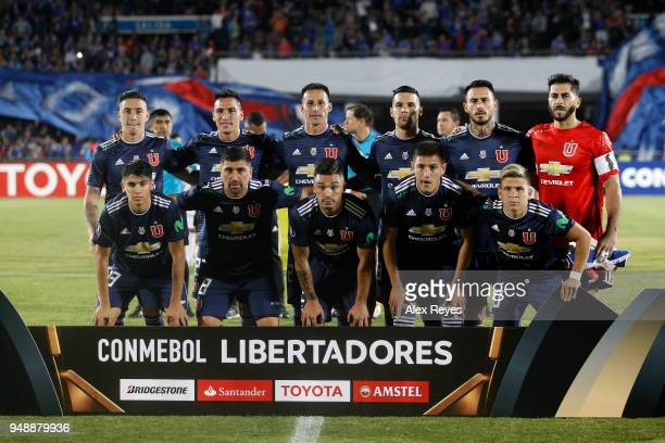 Players of U de Chile pose for a group photo prior a match between U of Chile and Cruzeiro as part of Copa CONMEBOL Libertadores 2018 at National...