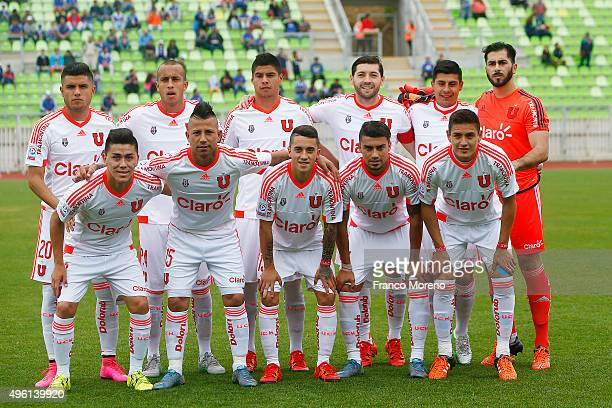Players of U de Chile pose for a team photo prior to a match between Deportes Iquique and U de Chile as part of 12 round of Torneo Apertura 2015 at...