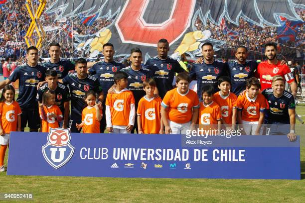 Players of U de Chile pose prior a match between U de Chile and Colo Colo as part of Torneo Scotiabank 2018 at Nacional Stadium of Chile on April 15...