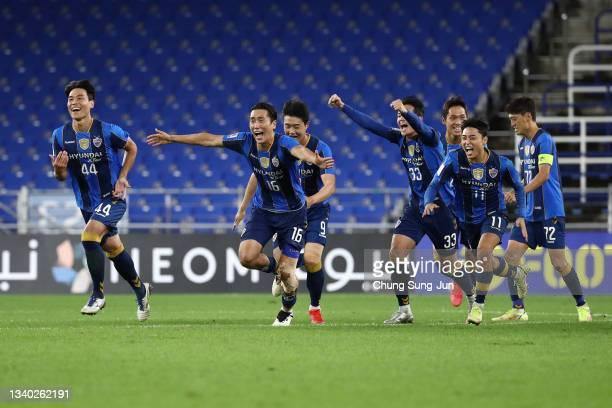 Players of Ulsan Hyundai celebrate in the penalty shootout during the AFC Champions League round of 16 match between Ulsan Hyundai and Kawasaki...