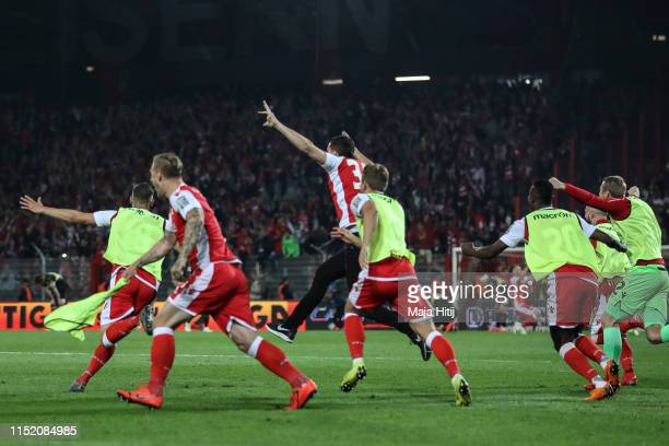 Players of Union Berlin celebrate after the Bundesliga playoff second leg match between 1 FC Union Berlin and VfB Stuttgart at Stadion an der alten...