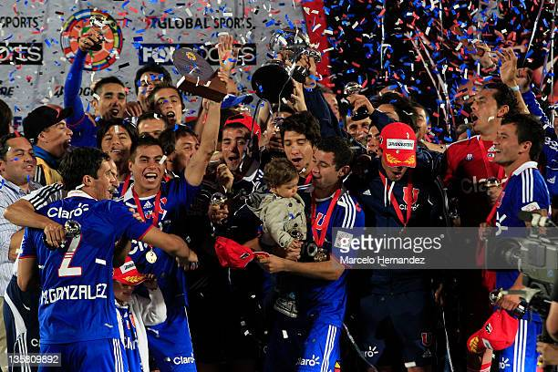 Players of Universidad de Chile celebrate the Copa Bridgestone Sudamericana title with the trophy after defeating Liga Universitaria de Quito at the...