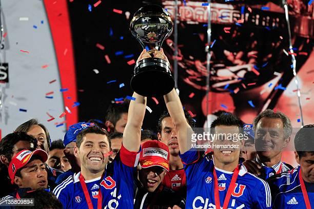 Players of Universidad de Chile celebrate the Copa Bridgestone Sudamericana title with the trophy after defeating Liga Universitaria de Quito at the...