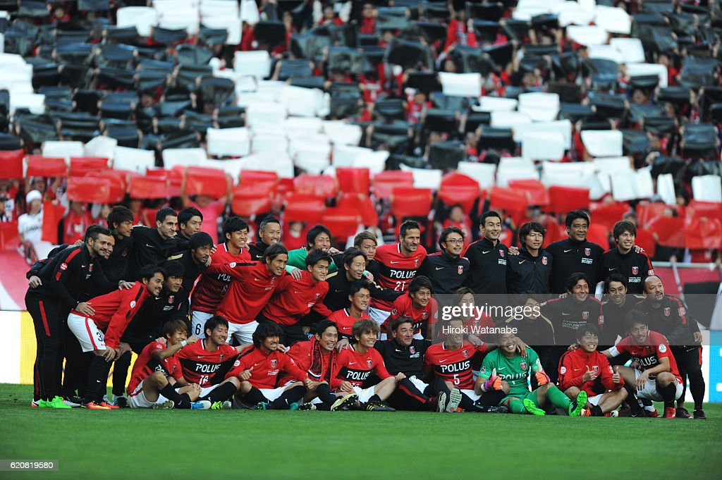 Players of Urawa Red Diamonds celebrate their victory after the J.League match between Urawa Red Diamonds and Yokohama F.Marinos at Saitama Stadium on November 3, 2016 in Saitama, Japan.