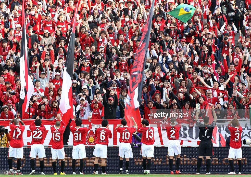 Urawa Red Diamonds v Tokyo F.C. - J.League : Foto jornalística