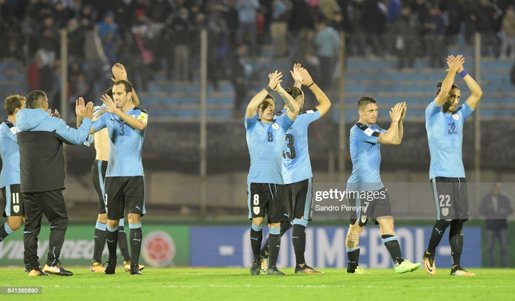 Players of Uruguay greet fans after a match between Uruguay and Argentina as part of FIFA 2018 World Cup Qualifiers at Centenario Stadium on August 31, 2017 in Montevideo, Uruguay.