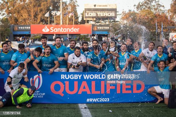Players of Uruguay pose for a photo at the final of the game during a match between Uruguay and USA as part of Rugby World Cup 2023 Qualifying at...