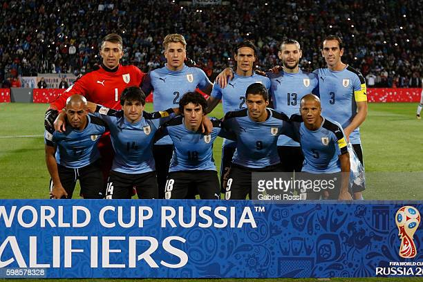 Players of Uruguay pose for a photo prior the match between Argentina and Uruguay as part of FIFA 2018 World Cup Qualifiers at Malvinas Argentinas...