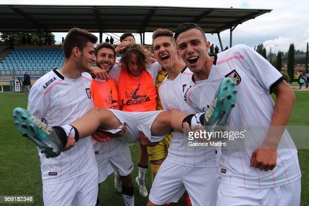 Players of US Citta' di Palermo U19 celebrate the victory during the SuperCoppa primavera 2 match between Novara U19 and US Citta di Palermo U19 at...