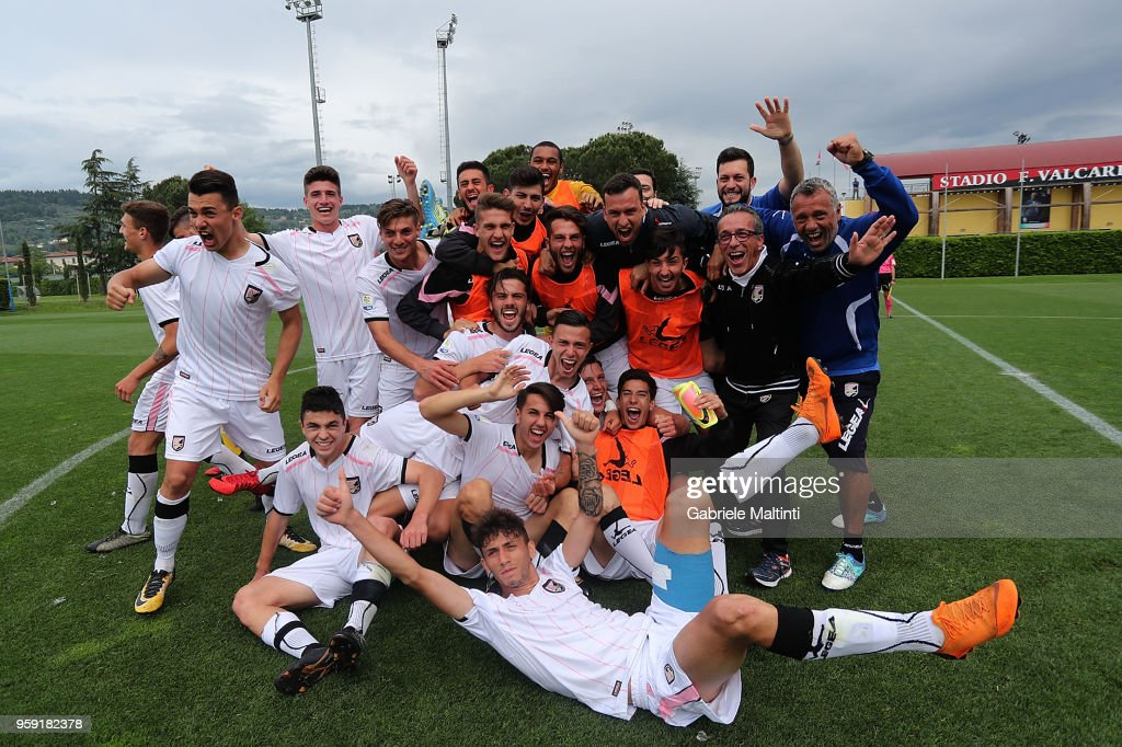 Players of US Citta' di Palermo U19 celebrate the victory during the SuperCoppa primavera 2 match between Novara U19 and US Citta di Palermo U19 at Centro Tecnico Federale di Coverciano on May 16, 2018 in Florence, Italy.