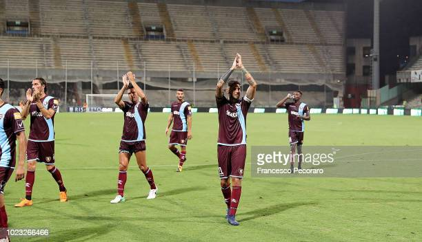Players of US Salernitana greets the supporters after the Serie B match between US Salernitana and US Citta di Palermo on August 25 2018 in Salerno...