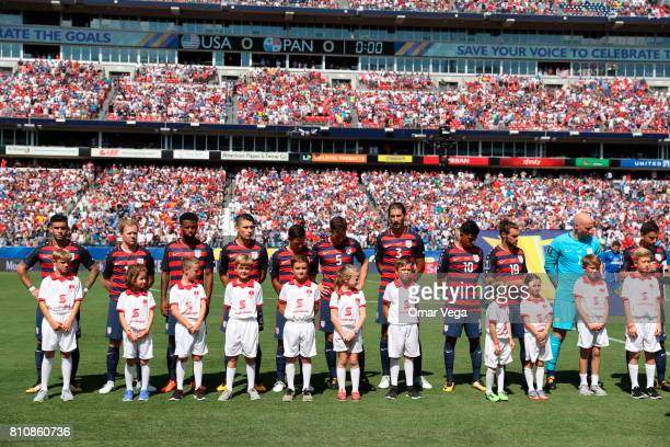 Players of USA make a line prior the Group B match between United States and Panama as part of the Gold Cup 2017 at Nissan Stadium on July 08 2017 in...