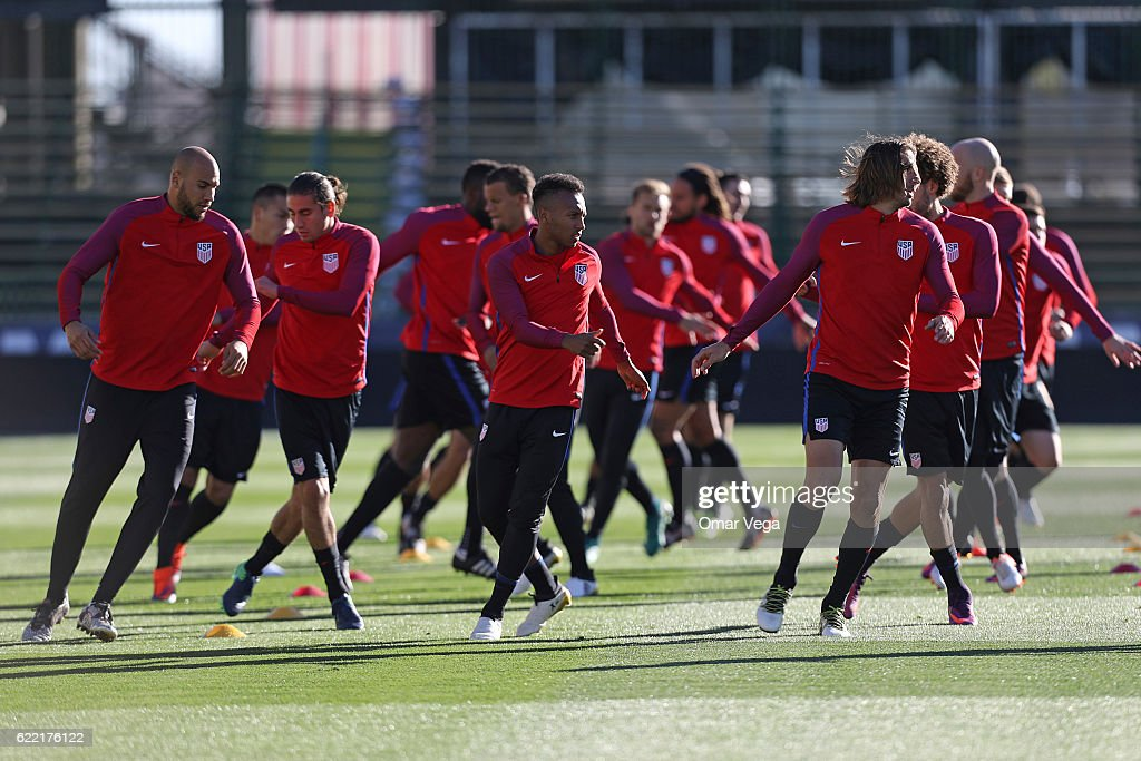 Players of USA warm up during a USA National Team training session at MAPFRE Stadium on November 10, 2016 in Columbus, United States.