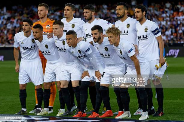 Players of Valencia pose prior the UEFA Europa League Semi Final Second Leg match between Valencia and Arsenal at Estadio Mestalla on May 9 2019 in...
