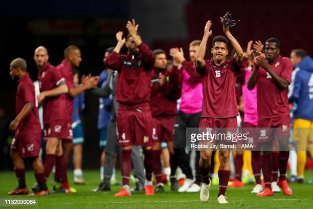 Players of Venezuela applaud the fans at full time during the International Friendly match between Argentina and Venezuela at Estadio Wanda...
