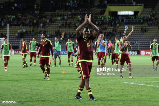 Players of Venezuela farewell at the end of the game match between Venezuela and Uruguay as part of FIFA 2018 World Cup Qualifiers at Pueblo Nuevo...