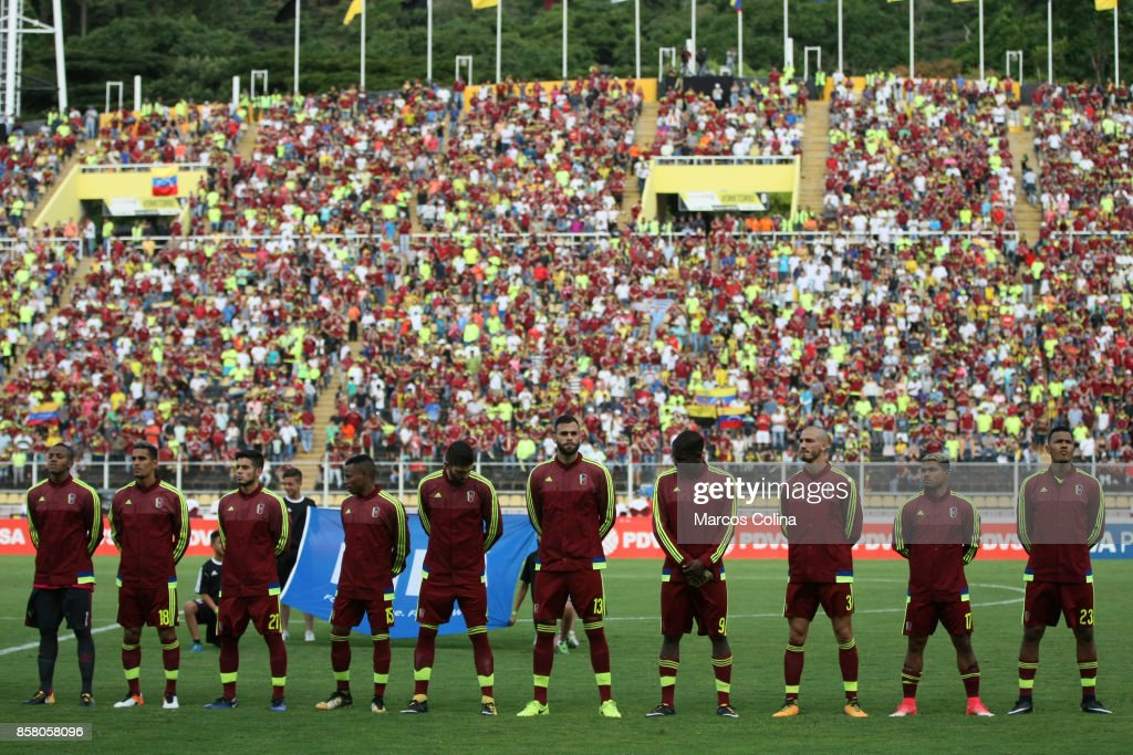 Players of Venezuela look on before the match between Venezuela and Uruguay as part of FIFA 2018 World Cup Qualifiers at Pueblo Nuevo Stadium on October 05, 2017 in San Cristobal, Venezuela.
