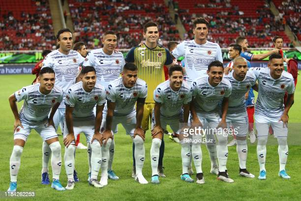 Players of Veracruz pose for photos prior the match betweenn during the 19th round match between Chivas and Veracruz as part of the Torneo Apertura...