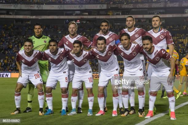Players of Veracruz pose prior the 10th round match between Tigres UANL and Veracruz as part of the Torneo Apertura 2017 Liga MX at Universitario...