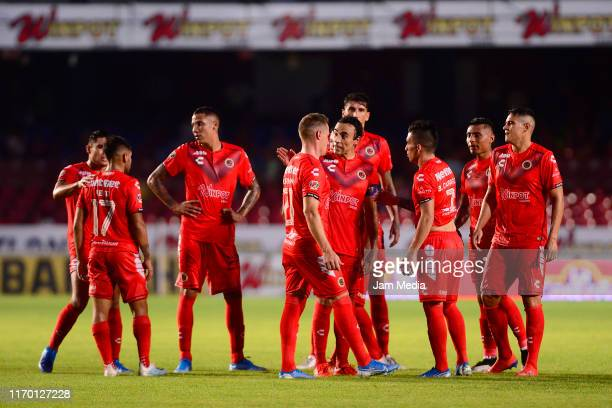 Players of Veracruz react during the 6th round match between Veracruz and Atletico San Luis as part of the Torneo Apertura 2019 Liga MX at Luis...