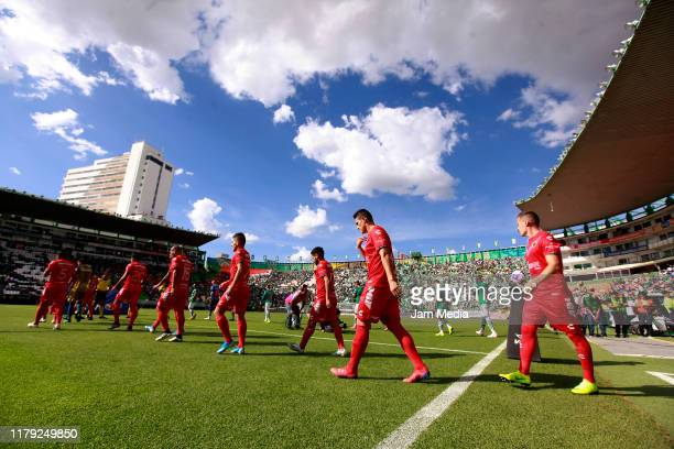Players of Veracruz walk into the field prior the 13th round match between Leon and Veracruz as part of the Torneo Apertura 2019 Liga MX at Leon...