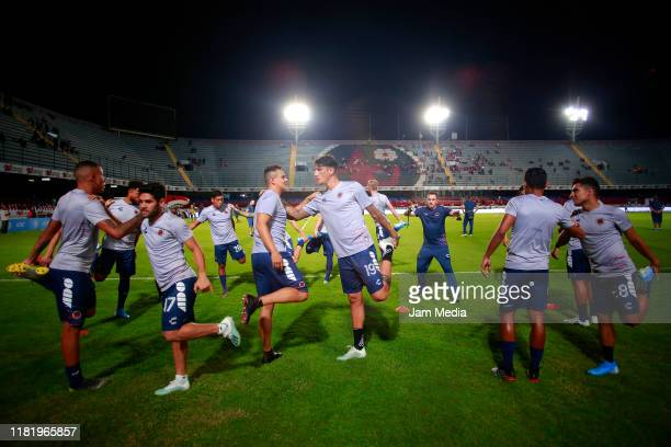 Players of Veracruz warm up prior the 14th round match between Veracruz and Tigres UANL as part of the Torneo Apertura 2019 Liga MX at Luis 'Pirata'...